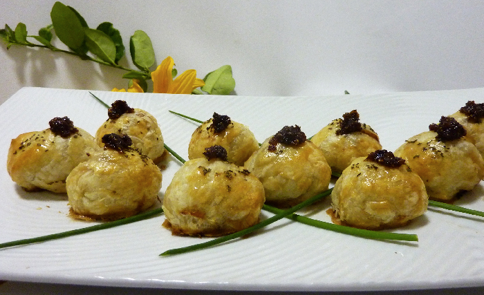 Love birds: Chicken dumpling hors d'oeuvre with fig jam